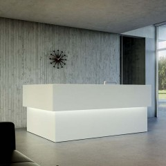 Quaranta 5 reception desk